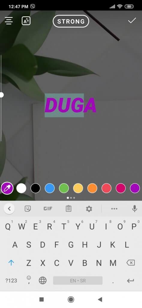 Kako selektovati jedan deo teksta i obojiti ga drugom bojom na Instagram storiju