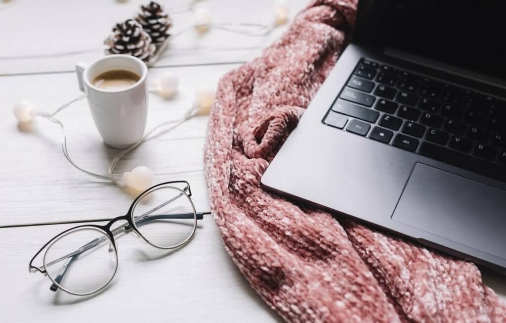 Laptop, kafa i džemper. Ptrofin membership program